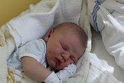 BASTÍK JE PRVNÍ. SEBASTIAN KREJČÍ je narozený 17. května 2017 v 15.13 s mírami 3 820 g a 49 cm. Bydlí v Městci Králové s rodiči Martinou a Láďou.