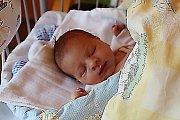 ADÉLKA JE ZE ŠKVORCE. Adéla Ryšavá se narodila 12. října 2017 ve 13.25. Vážila 2 880 g a měřila 48 cm. Doma bude s rodiči Magdalénou a Lukášem ve Škvorci u Úval.