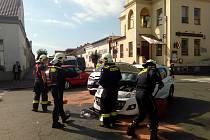 Už tak komplikovanou dopravu ve městě zahustila ve čtvrtek po desáté dopoledne nehoda na křižovatce ulic Zbožská a Purkyňova přímo před restaurací Na Schůdkách.