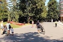 Kolonádu má před cyklisty chránit hlídač. Část místních navrhuje vyznačit na kolonádě cyklopruh.