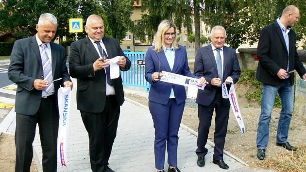 Ministryně Karla Šlechtová za doprovodu hejtmana a dalších politiků otevřela projekty v Nymburce a Poděbradech