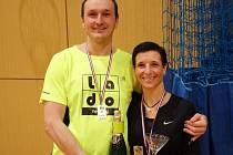 OLIVIE RUBÁŠOVÁ spolu s Ivanem Novákem po zisku druhého místa na nymburském nočním turnaji.