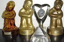 Vítězné sošky zlatého Alberta.