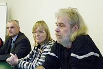 Zleva: Starosta Nymburka Tomáš Mach, Helena Kazmarová a Bohumil Kotlík z SZÚ