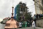 Báň ze zvoničky se vrátila do Kostomlat.