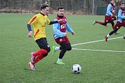 Fotbalisté Bohemie Poděbrady (v rudomodrém) Poděbrad vyhráli v dalším přípravném utkání nad Rejšicemi 1:0.