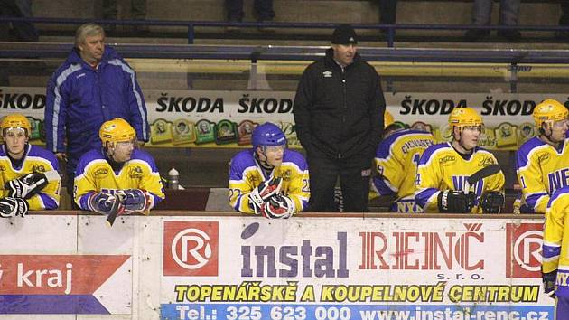 Na lavičce nymburských hokejistů panovala dobrá nálada. Tým zvítězil na ledě Pelhřimova 7:4.