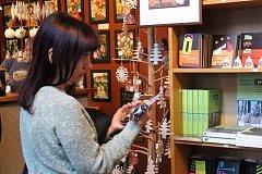 V Lesním ateliéru Kuba v Kersku probíhá výstava slámových ozdob z dílny paní Hany Maříkové.