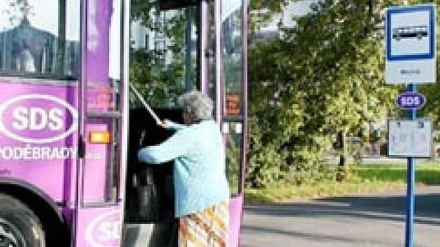 Kvli uzavírce kamenného mostu čekají komplikace i na cestující v autobusech