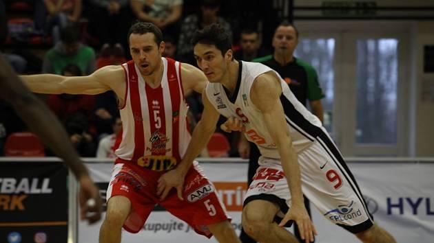 Z basketbalového utkání nadstavbové části Kooperativa NBL Nymburk - Pardubice (100:94)