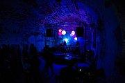 Svátek elektronické hudby si příznivci užili ve starých pivovarských sklepích.