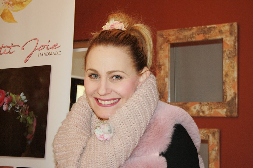 Jarní a velikonoční výstavy v Kersku zahájila první březnovou sobotu Lucie Trešlová, která vyrábí nádherné květinové čelenky, věnečky či brože.
