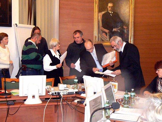 Ilustrační foto ze zasedání veřejného zastupitelstva v Poděbradech.