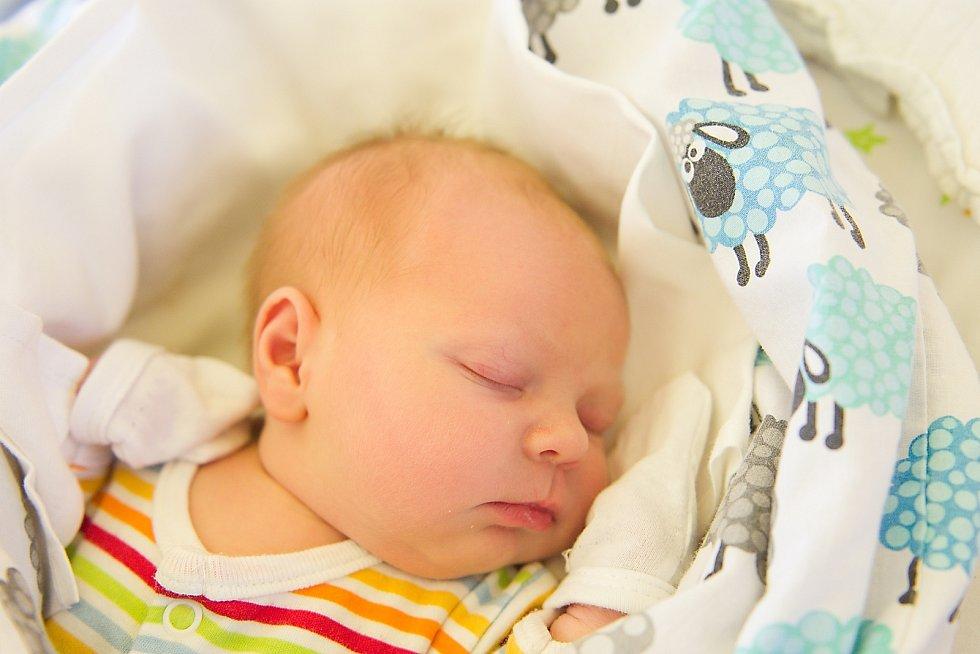 Natálie Symonová se narodila v nymburské porodnici 28. března 2021 v 8.05 hodin s váhou 3030 g a mírou 48 cm. V Milovicích bude prvorozená holčička vyrůstat s maminkou Ivonou a tatínkem Radkem.