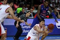 Z basketbalového utkání VTB ligy Nymburk - CSKA Moskva (73:86)