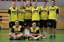 BRALY STŘÍBRO. Mladé basketbalistky Sadské v kategorii U17 získaly na prestižním turnaji v Ostravě druhou příčku. Ve finále nestačily na neporaženou Ostravu
