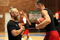 Z prvního tréninku nymburských basketbalistů v sezoně 2019/2020.