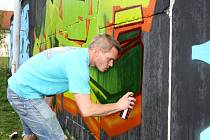 DLOUHÁ ZEĎ poskytla místo pro tvorbu dvaatřiceti malířům graffiti z celé republiky.