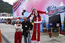 Cirkus Jo-Joo vystupuje na ledové show v Hong Kongu