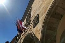 Města si připomněla okupaci a vyvěsila vlajky za svobodu v Bělorusku.