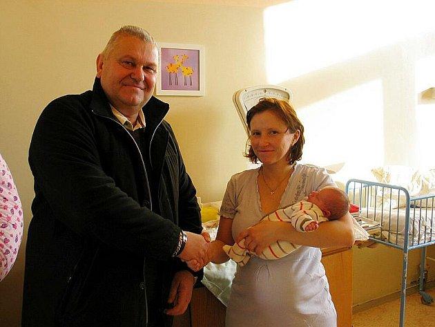 Starosta Nymburka Miloš Petera přivítal první miminko Nymburska, malého Ondru.