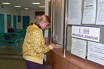 Od ledna se budou na úřadech práce vyplácet i sociální dávky