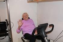 Jednou z účastnic netradičního závodu je také osmaosmdesátiletá Hanička Černá z Poděbrad.