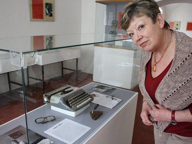 Ve Vlastivědném muzeu Nymburk je do 31. května k vidění výstava k 20. výročí smrti spisovatele Bohumila Hrabala.