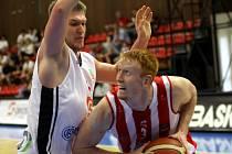 Z basketbalového utkání play off Nymburk - Pardubice 79:58