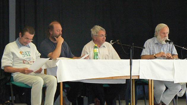 Petr Zábraha (vpravo) skončil ve funkci předsedy OFS Nymburk