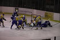 Z hokejového derby druhé ligy Nymburk - Kolín (5:3)