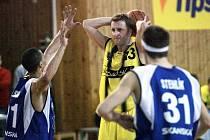 Košíkáři Sadské zajíždějí ke svému zápasu do Děčína