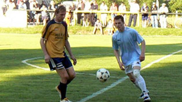 Stanislav Ježek (vlevo) se podílel na výhře Litole jednou brankou. Mohl jich ale přidat ještě více.
