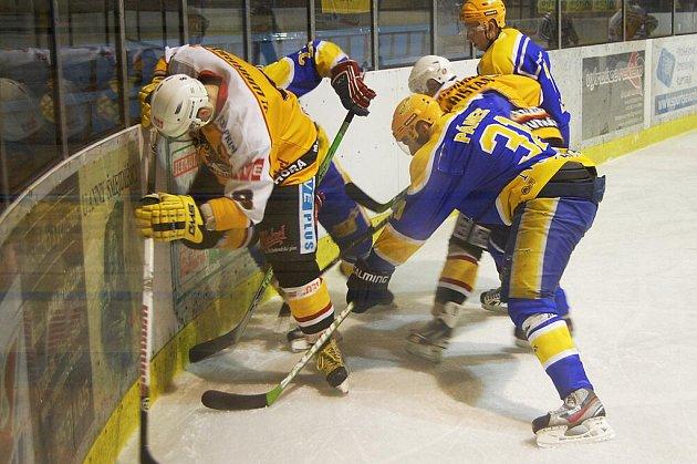 Z utkání druhé hokejové ligy Nymburk - Kutná Hora (6:4)