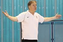 V AKCI. Basketbalový trenér nymburského klubu Michal Franěk prožívá každý zápas naplno