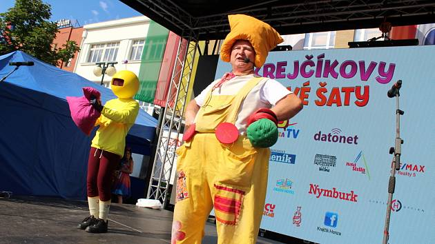 Krejčík Honza při vystoupení na nymburském náměstí.