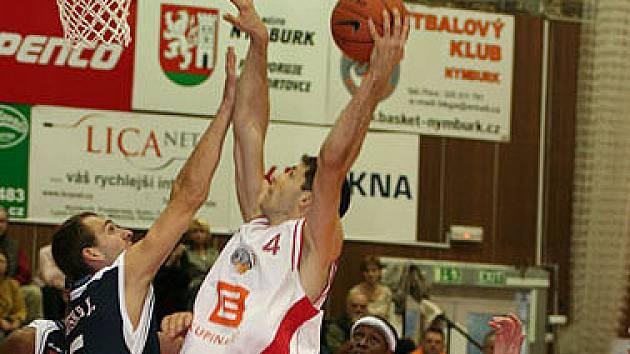 Nymburk vyhrál v Děčíně o 25 bodů. Petr Benda přispěl k výhře devíti body.