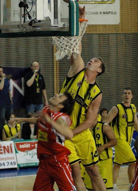Basketbalisté Sadské sehráli další střetnutí nejvyšší soutěže na palubovce týmu NH Ostrava
