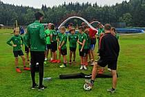 Na šedesát dětí se zúčastnilo fotbalového kempu Polabanu Nymburk