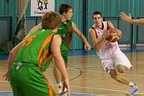 Basketbalová rezerva Nymburka má za sebou dvě smolné porážky. Se Žďárem prohrála o šest bodů, s Jihlavou o jediný bod.