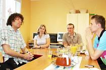 Nový patron se přijel seznámit s centrem i jeho klienty a vzájemně si předvedli kouzla.