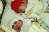 OTA A OLINKA! Nepřepsali jsme se, rodičům Kateřině a Antonínovi z Koutů se narodila dvojčátka! Ota a Olga  POSPÍŠILOVI přišli na svět 13. ledna 2016. Ota (3 190 g, 50 cm) v 13.14 hodin, Olga (3 120 g, 48 cm) v 13.21 hodin. Jména pomohla vybrat Ema (1,8)..
