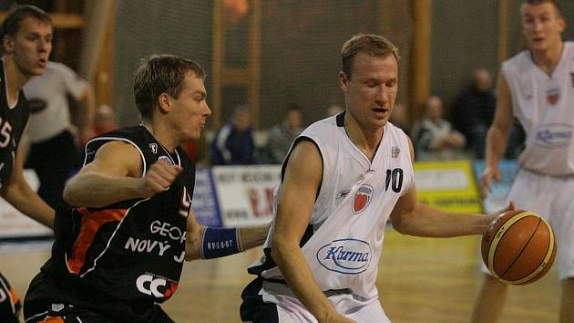 Z utkání Mattoni NBL Poděbrady - Nový Jičín (100:102).