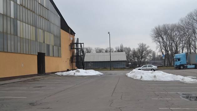 Místo za zimním stadionem, kde by mohl stát v budoucnu aquapark