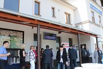 Nádraží v Kostomlatech nad Labem bylo ve středu slavnostně otevřeno po rozsáhlé opravě.