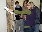 Ve foyeru nymburské knihovny je umístěna výstava o spisovateli Karlu Čapkovi