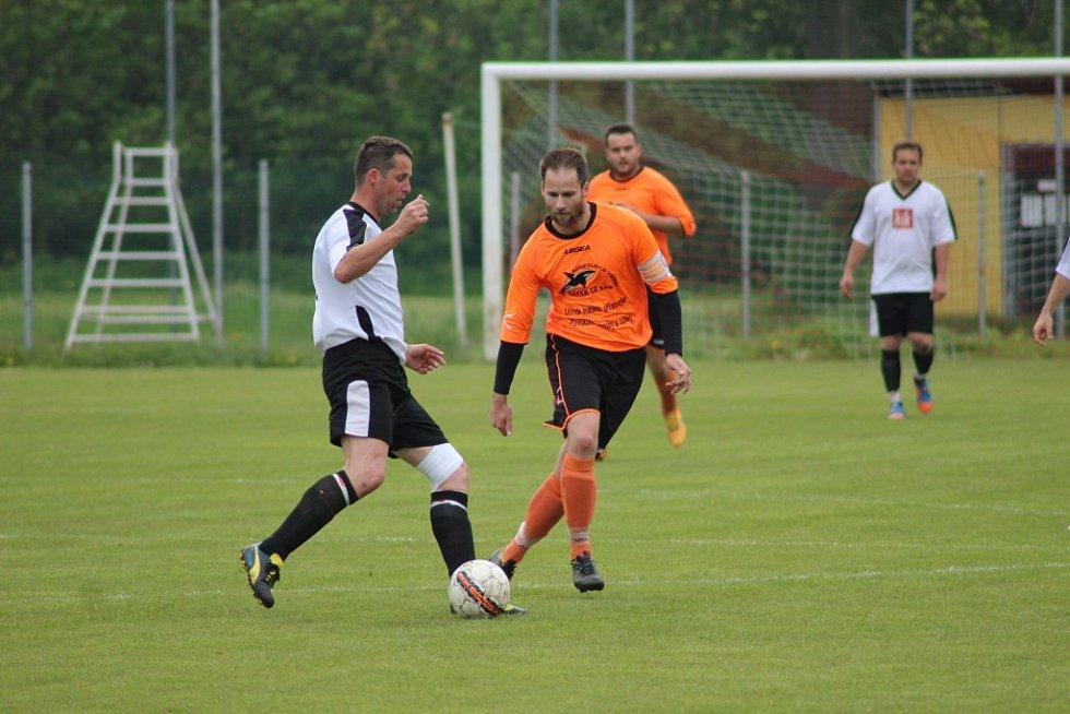 Z fotbalového utkání okresního přeboru Kostomlaty - Kostelní Lhota (5:1)