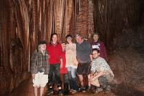 Část expedice v jeskyni národního parku Taza.