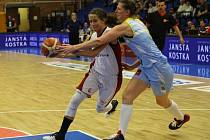 Z basketbalového finále žen Nymburk - USK Praha (44:83)
