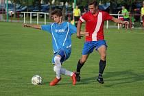 Z fotbalového utkání krajské I.B třídy Pátek - Sokoleč (2:4)